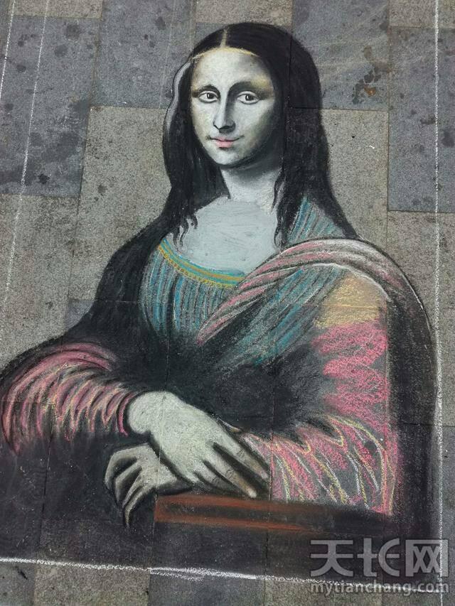 聋哑人献艺 蒙娜丽莎粉笔画